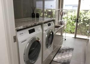 Huge-Kitchen-appliance-cabinet10