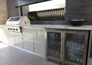 Huge-Kitchen-appliance-cabinet2
