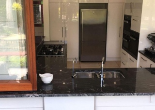 Look-Cabinets-Bars-and-Outdoor-Kitchens-Sink-on-Granite-Counter-Bar-1024x768