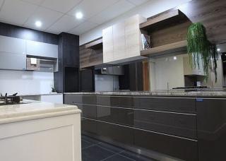 Look-Cabinets-Showroom-Kitchen