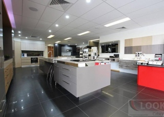 Look-Cabinets-Showroom-Displays-Big-Kitchen-Island-1024x683