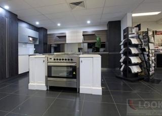 Look-Cabinets-Showroom-Displays-Kitchen-Appliances-Gas-Range-1024x683
