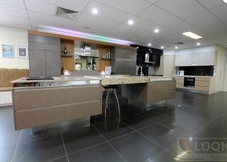 Look-Cabinets-Showroom-Displays-Walk-in-Kitchen-1024x683