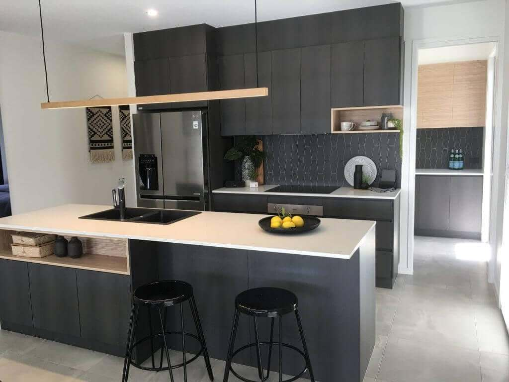 Look-Cabinets-Gallery-Modern-Kitchen-Design-Center-Table-with-Lighting-and-Fruit-Full-View-1024x768