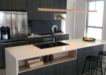 Look-Cabinets-Gallery-Modern-Kitchen-Design-Center-Table-with-Lighting-and-Sink-768x1024