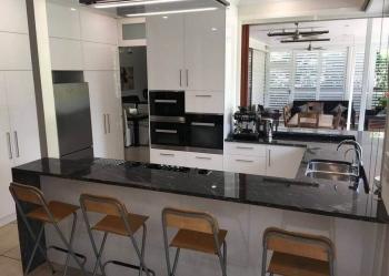 Look-Cabinets-Gallery-Modern-Kitchen-Design-Kitchen-Island-with-Chairs-1024x768